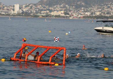Cierran 2019 con partido de waterpolo en Bahía de Acapulco.
